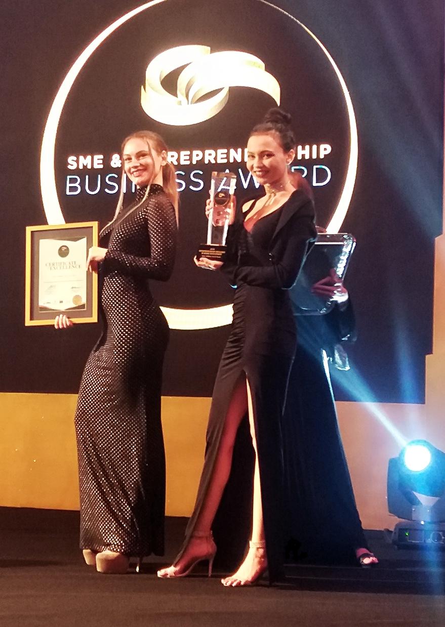 models at sme awards event02